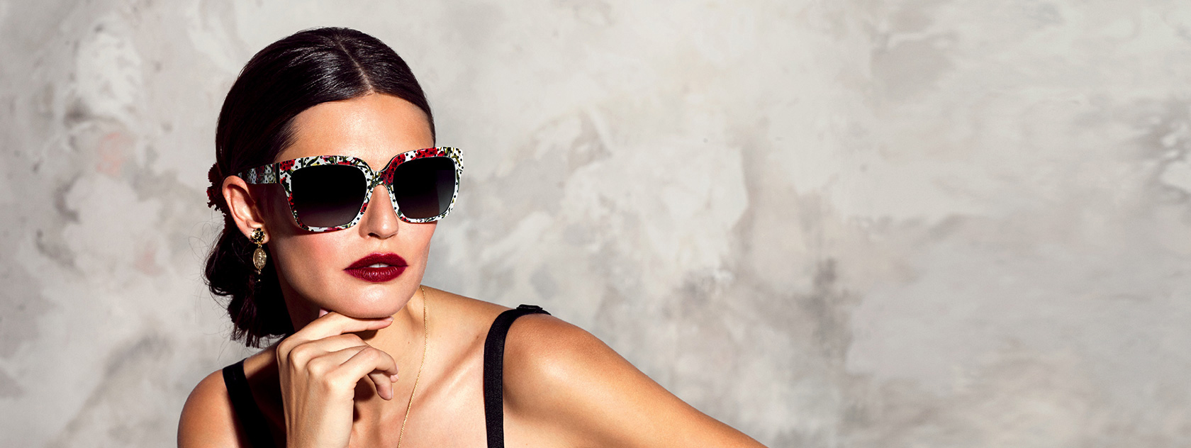 21d803fe4 dolce-and-gabbana-summer-2015-women-advertising-campaign-17-zoom ...