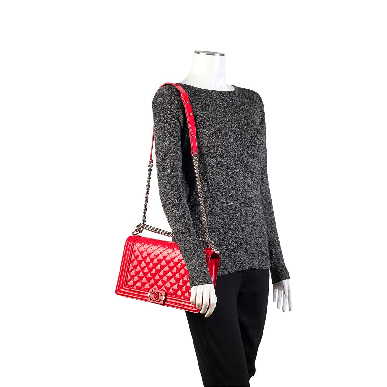 164b04c6c899 CHANEL New Medium Boy Flap Red Patent Leather-Mannequin