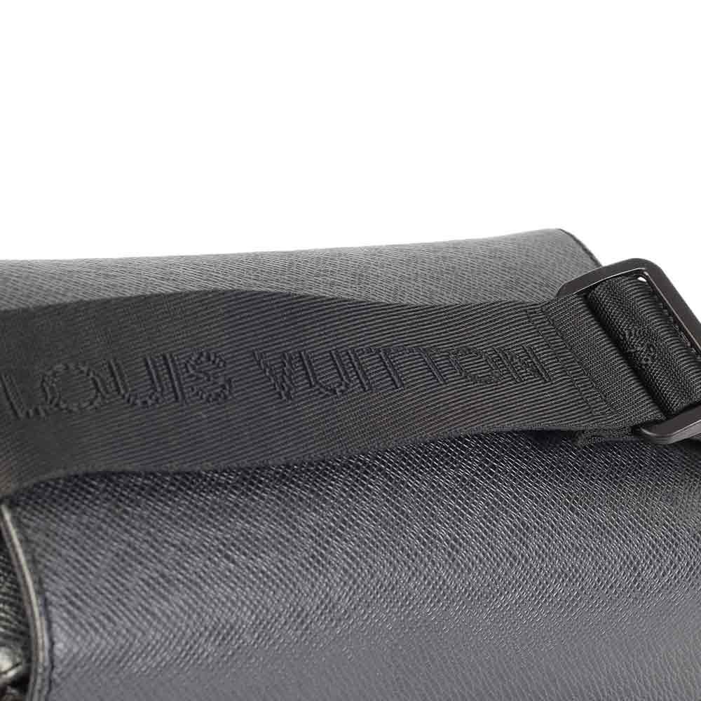 c721c9a869df LOUIS VUITTON Black Taiga Leather Yaranga Messenger Bag