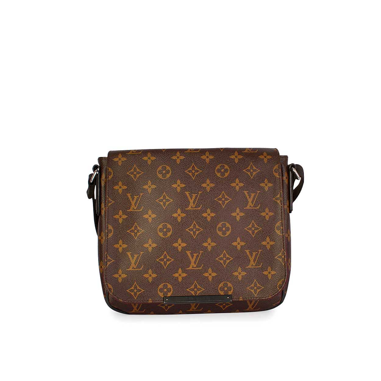 louis vuitton monogram district pm messenger bag luxity. Black Bedroom Furniture Sets. Home Design Ideas