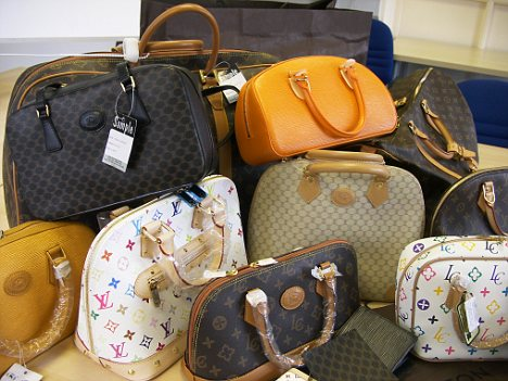 68cca89d7e8b How To Avoid Buying a Fake Designer Handbag