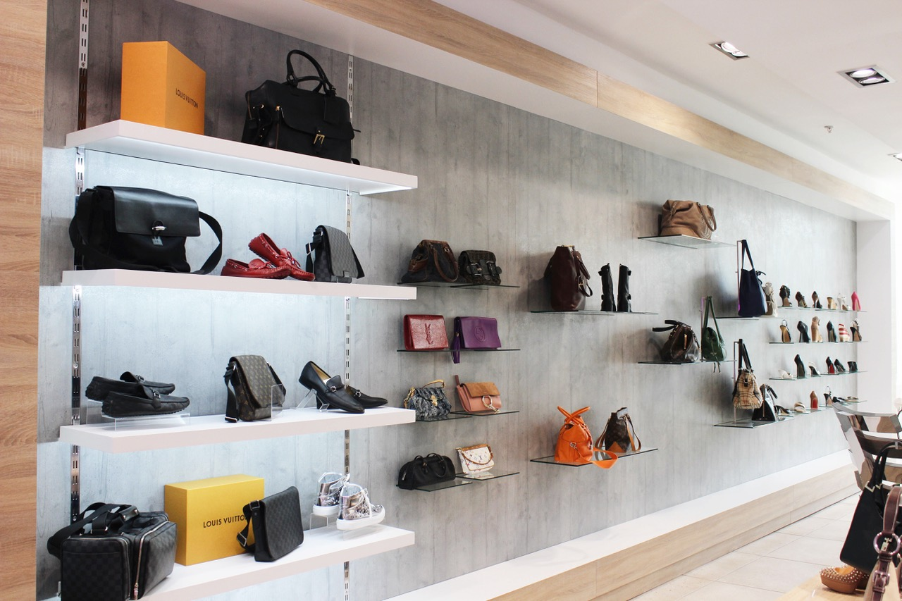 Save money by buying pre-owned designer handbags